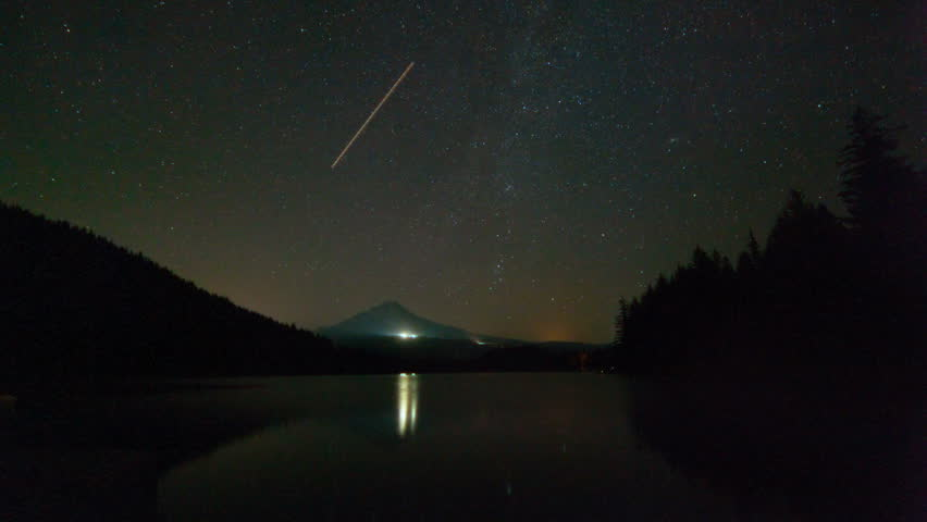 Time Lapse Movie Of Perseid Meteor Shower Over Mount Hood Trillium ...