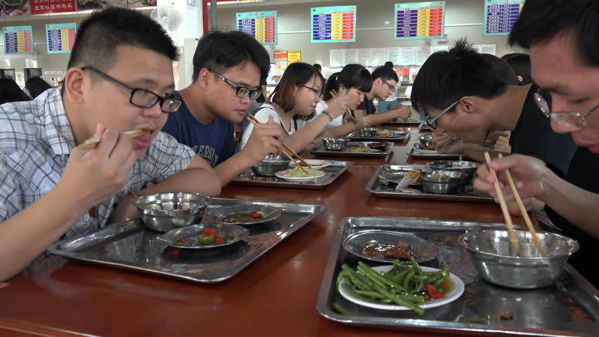 Wuhan china 28 september 2015 students eat lunch in a for Academy of oriental cuisine