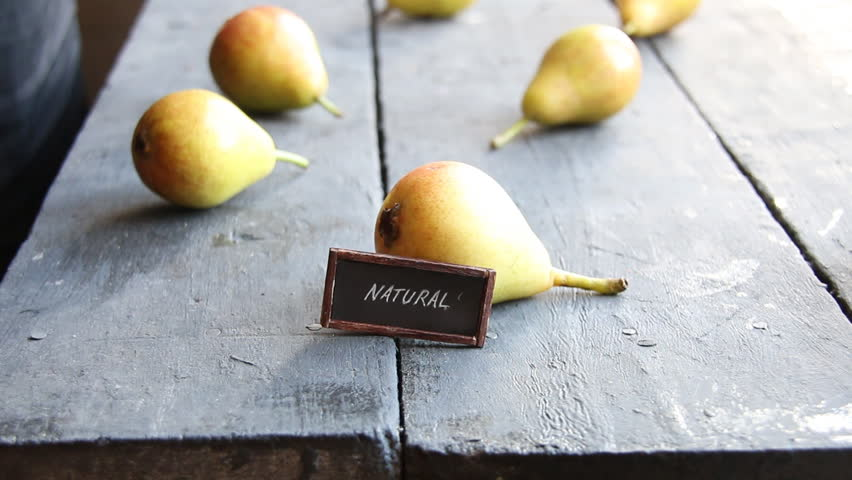 inscription natural and Juicy flavorful pears