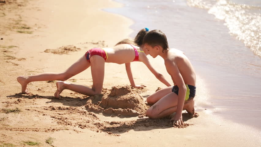 how to build a sandcastle at the beach