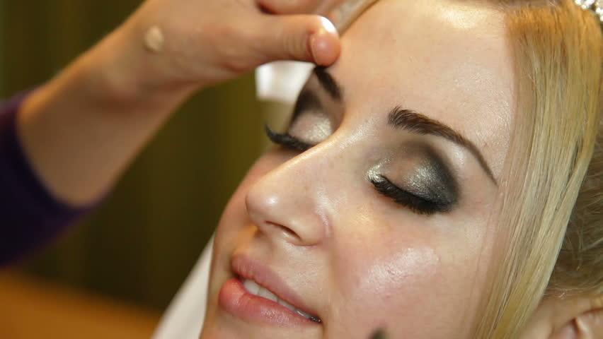 makeup applying videos