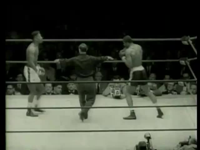 Kent Green, Chicago and Loomis Oglesby, Kansas City, MO, fight at Golden Gloves final light heavyweight match in Chicago circa 1958-MGM PICTURES, UNIVERSAL-INTERNATIONAL NEWSREEL, USA, filmed in 1958 - SD stock footage clip