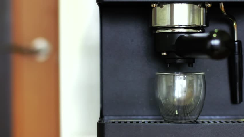 Personal coffee maker with travel bag