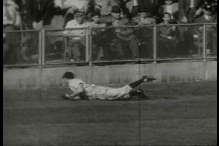 1940s - Archival film describing how Western Union telegraph service delivers sports news.
