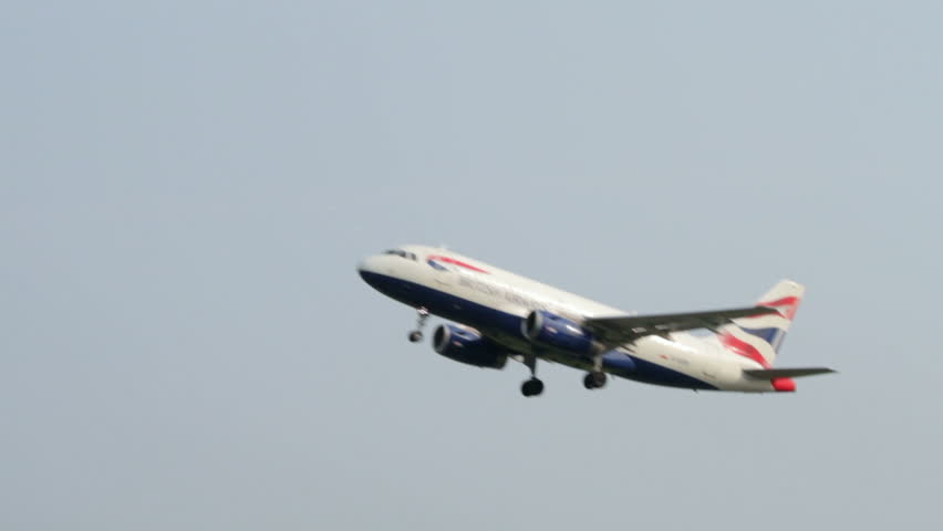 MANCHESTER, LANCASHIRE/ENGLAND - JULY 05: British Airways Airbus A319 takes off from Manchester Airport on July 05, 2013 in Manchester. BA is a founding member of Oneworld airline alliance.
