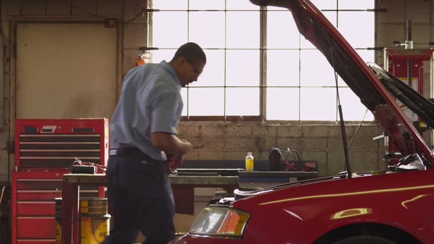 Mechanic opens car hood