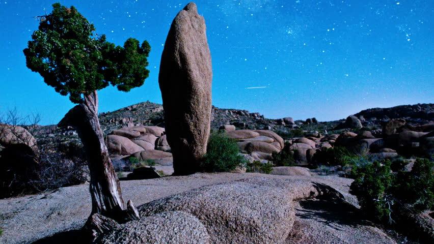 Time Lapse of Night Sky in Joshua Tree - 4K - 4096x2304, UHD, Ultra HD resolution