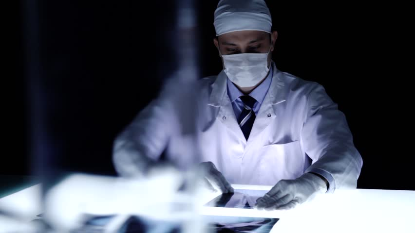 how to become a forensic doctor