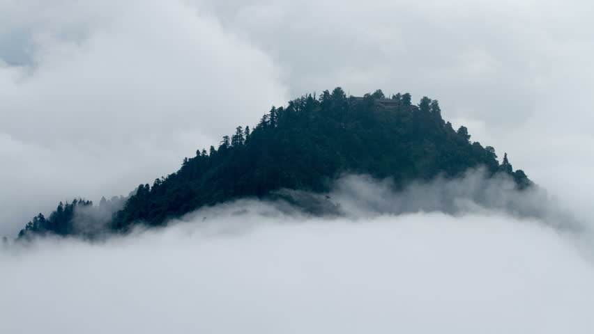 Timelapse of the mist cloud at Huayan peak in Mount Emei, Sichuan province, China