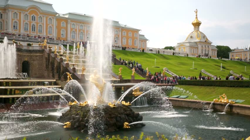 """ST PETERSBURG, RUSSIA - CIRCA AUGUST 2014: Tourists visit fountains and gardens at Peterhof. Peterhof palaces and gardens are sometimes referred as the """"Russian Versailles"""". - HD stock video clip"""